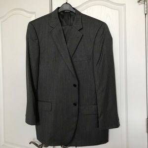 Jos.A.Bank dark gray Suit size 48R pant waist 40